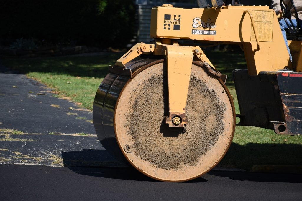 A picture of a steamroller