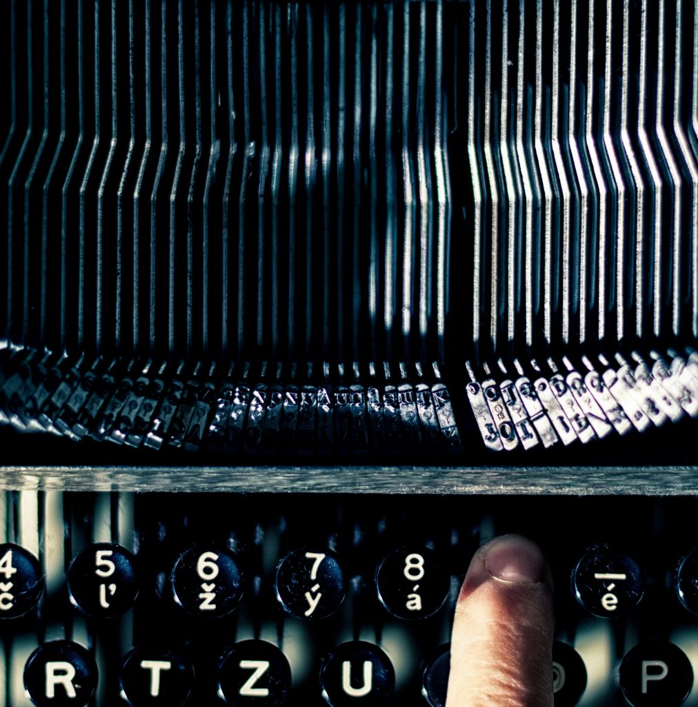 A picture of a typewriter