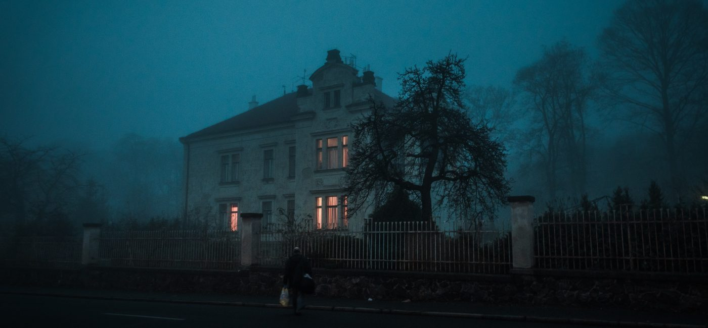 A picture of a large and creepy mansion