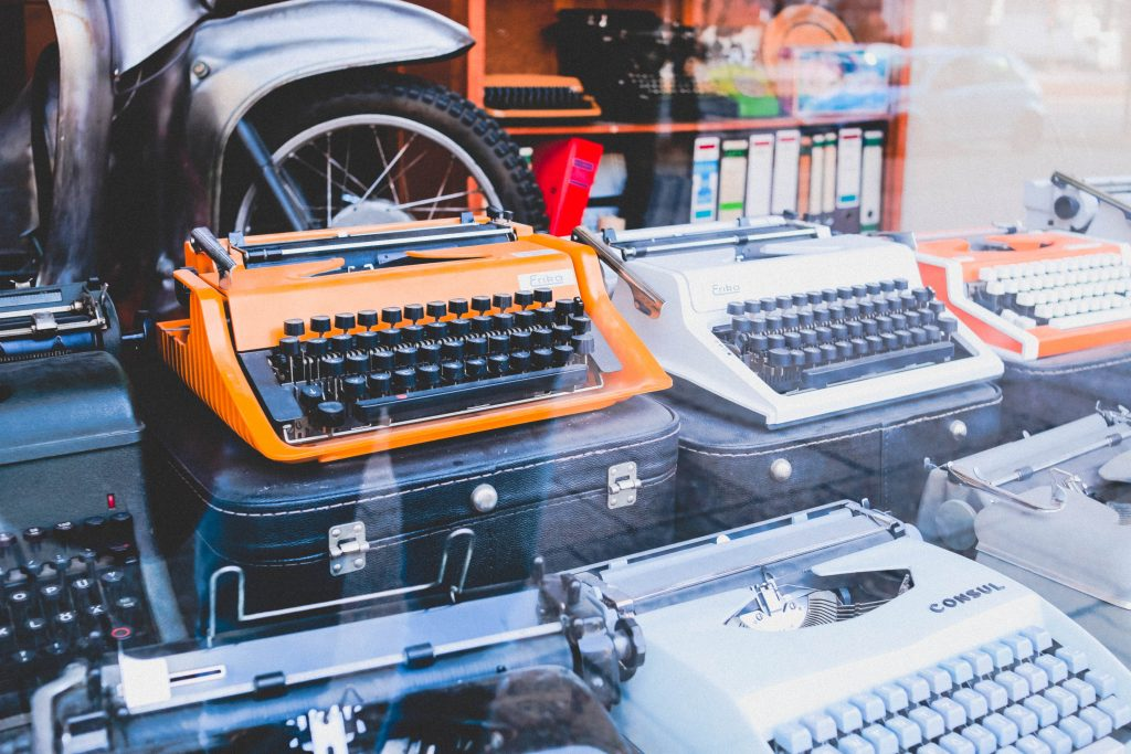 A picture of typewriters in a shop window
