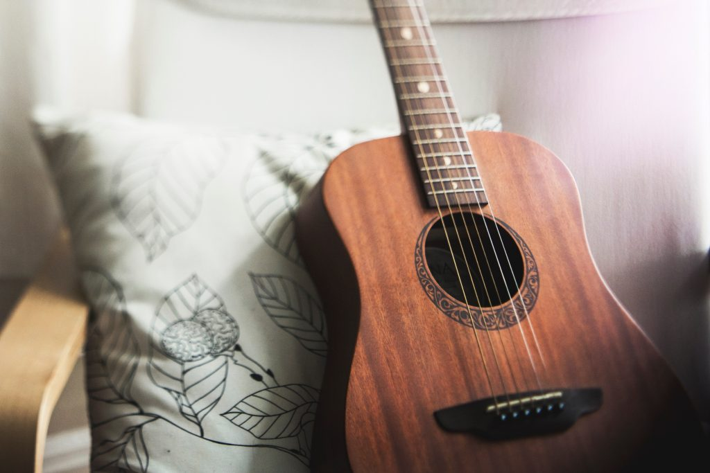 A picture of a guitar